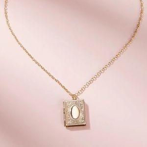 Jewelry - Gold Picture Locket Charm necklace